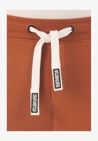 tawny brown (21300)