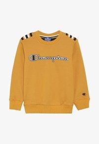 Champion - ROCHESTER VARSITY CREWNECK  - Sweatshirt - yellow - 4