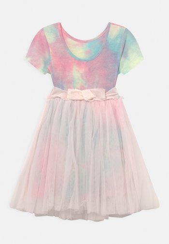 IVY DRESS UP DRESS - Jerseyklänning - crystal pink/rainbow