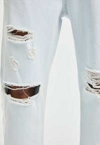 PULL&BEAR - JEANS IM RELAXED-FIT - Slim fit jeans - light-blue denim - 5