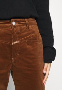 CLOSED - PEDAL PUSHER - Trousers - antique wood - 3