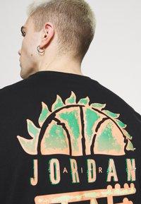 Jordan - DNA CREW - T-shirt med print - black - 5