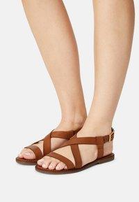 Copenhagen Shoes - MARI - Sandaalit nilkkaremmillä - cognac - 0