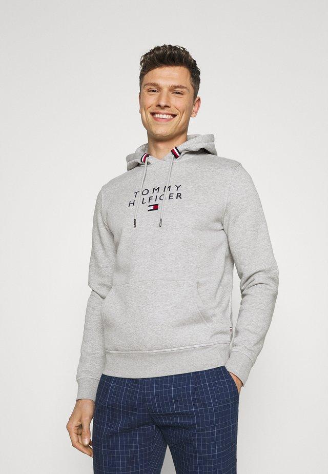 STACKED FLAG HOODY - Sweatshirt - medium grey heather