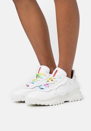 Trainers - pro white/workteck white/ktech white