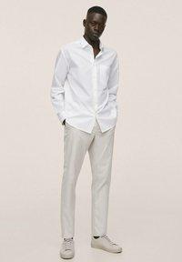 Mango - RELAXED FIT - Formal shirt - weiß - 1