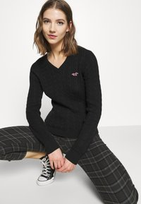 Hollister Co. - ICON CABLE - Jumper - black - 3