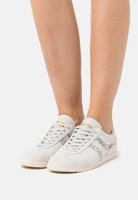 Gola - BULLET SAFARI - Sneakersy niskie - offwhite - 0