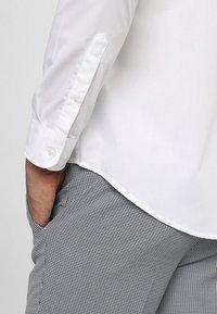 Zalando Essentials - Formal shirt - white - 3