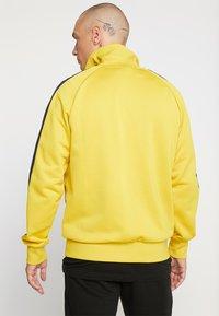 Puma - ICONIC TRACK - Zip-up hoodie - sulphur - 2