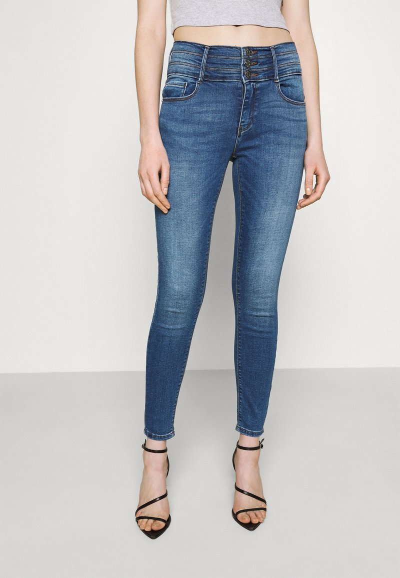 ONLY - ONLPAOLA TRIPLE WAIST LIFE ANK  - Jeans Skinny Fit - medium blue denim