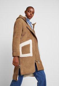 NORR - CLEO SHEARLING COAT - Winter coat - camel - 3