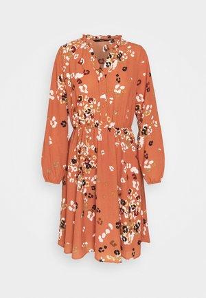 VMAYA NECK DRESS - Abito a camicia - auburn