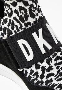 DKNY - COSMOS WEDGE - Vysoké tenisky - white/black - 2