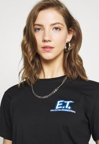 Merchcode - LADIES E.T. LOGO AND SPACE TEE - Camiseta estampada - black - 3