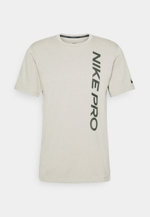 BURNOUT - T-shirt z nadrukiem - mystic stone