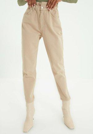 Zúžené džíny - beige