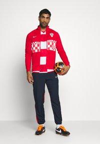 Nike Performance - KROATIEN CRO - Vereinsmannschaften - white/university red/bright blue - 1