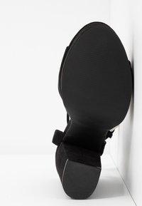 Vero Moda - VMCLOVER  - Korolliset sandaalit - black - 6