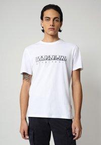 Napapijri - SALLAR - T-shirt med print - bright white - 0
