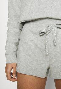 Calvin Klein Underwear - SLEEP SHORT - Pyjama bottoms - grey heather - 4