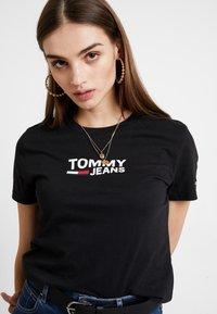 Tommy Jeans - TJW CORP LOGO TEE - Triko spotiskem - black - 4