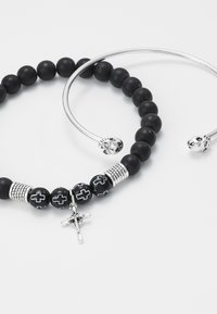 Topman - CROSS AND SKULL BRACELET SET - Bracelet - silver-coloured/black - 4