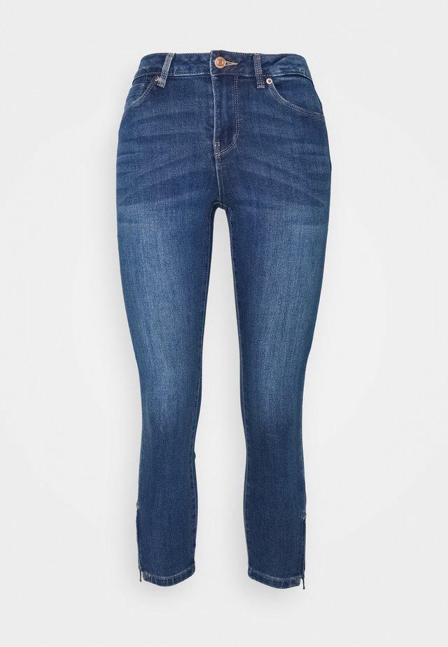 VMTILDE ZIP PETIT - Jeansy Slim Fit - medium blue denim