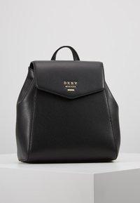 DKNY - WHITNEY FLAP BACKPACK - Plecak - black gold - 0