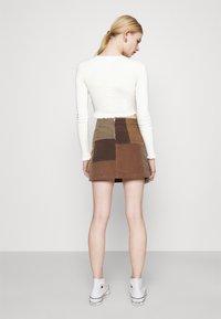 BDG Urban Outfitters - CAMILLA - T-shirt à manches longues - cream - 2