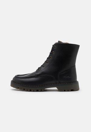 DECKBOOT - Šněrovací kotníkové boty - black