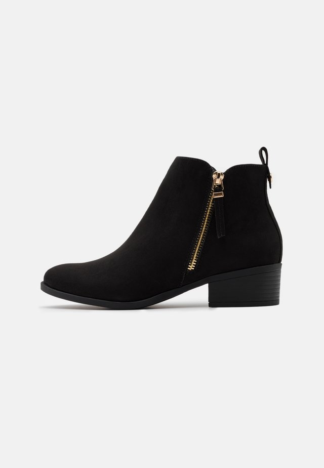 WIDE FIT MACRO SIDE ZIP BOOT - Boots à talons - black