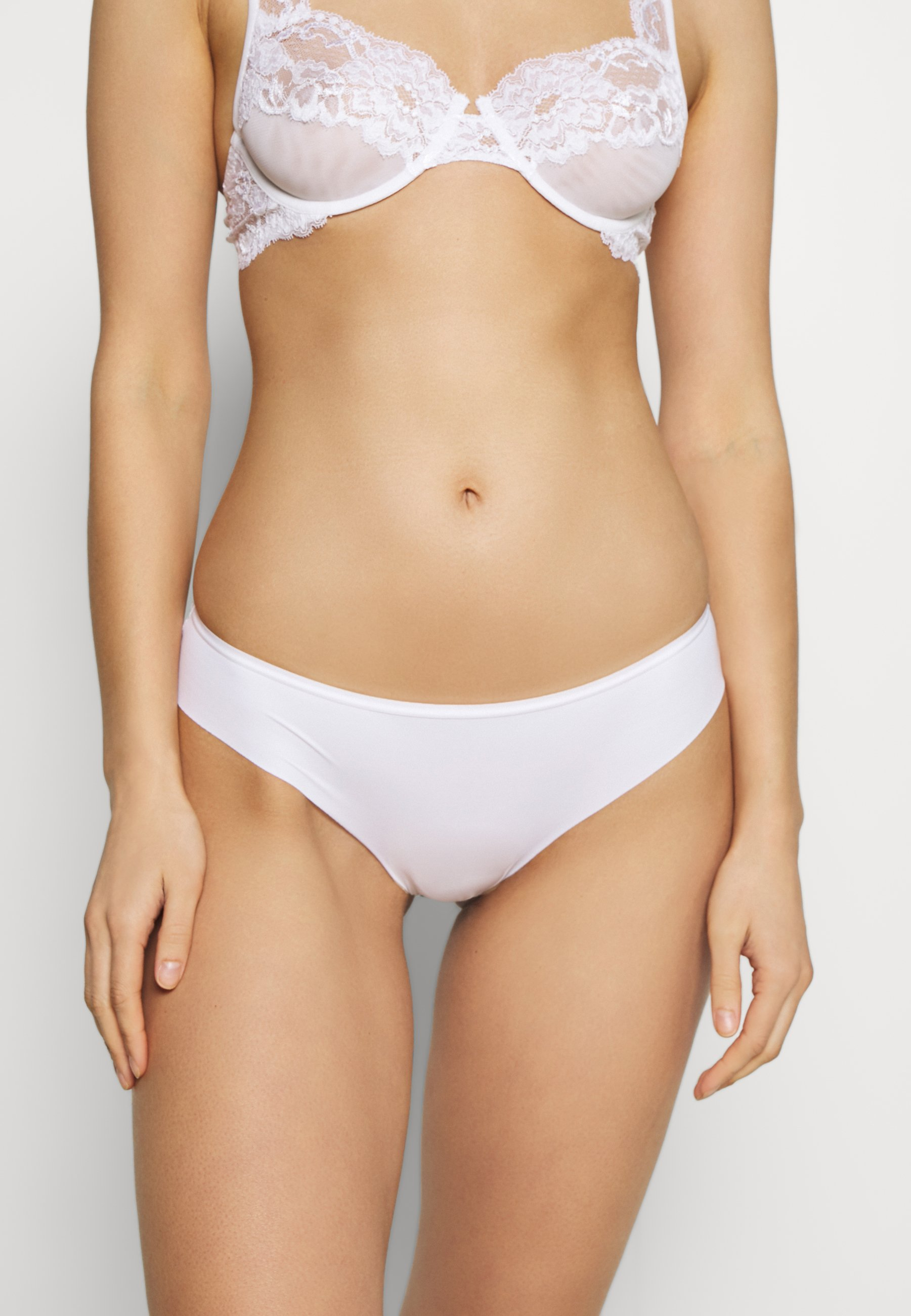 Women INVISIBLE BACK BRASILIAN 3 PACK - Briefs