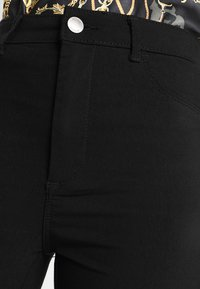 Pieces - PCHIGHSKIN WEAR  - Jeans Skinny Fit - black - 4