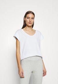 Moss Copenhagen - ALVA V NECK TEE - Basic T-shirt - white - 0