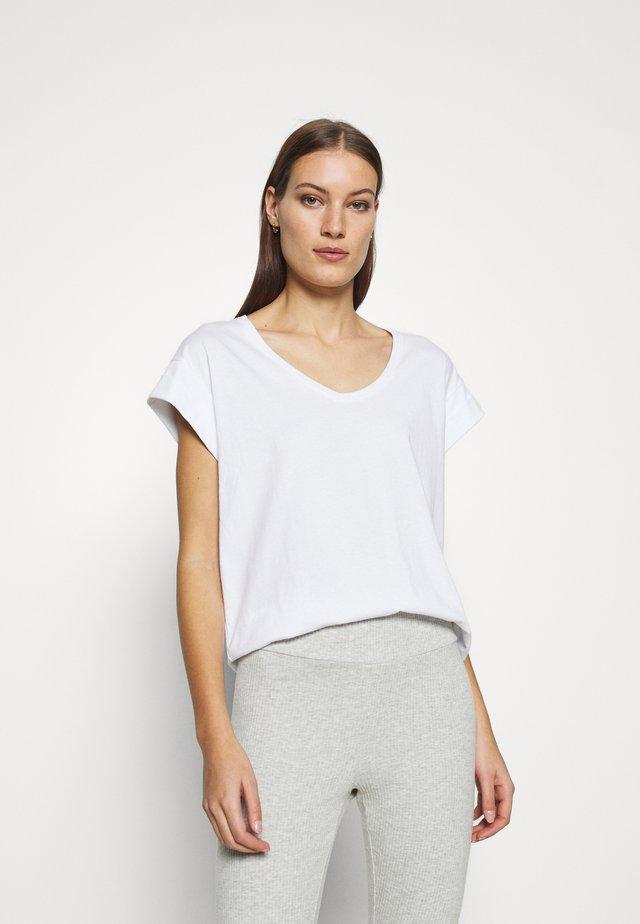 ALVA V NECK TEE - Jednoduché triko - white