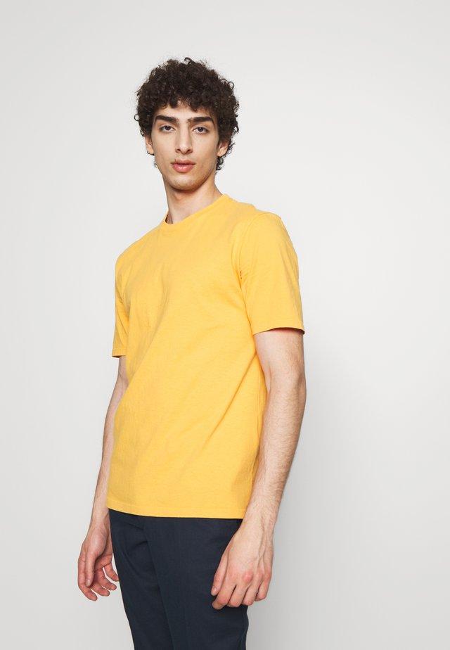 CONTRAST SLEEVE TEE - Print T-shirt - marigold