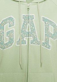 GAP - NOVELTY - Zip-up hoodie - smoke green - 2