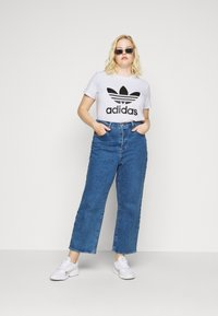 adidas Originals - TREFOIL TEE - T-shirt z nadrukiem - white/black - 1