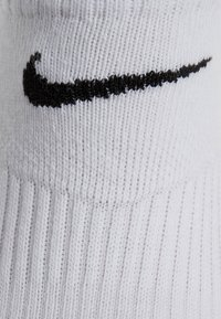 Nike Performance - LIGHTWEIGHT 3-PACK - Calcetines tobilleros - black/white/grey - 3