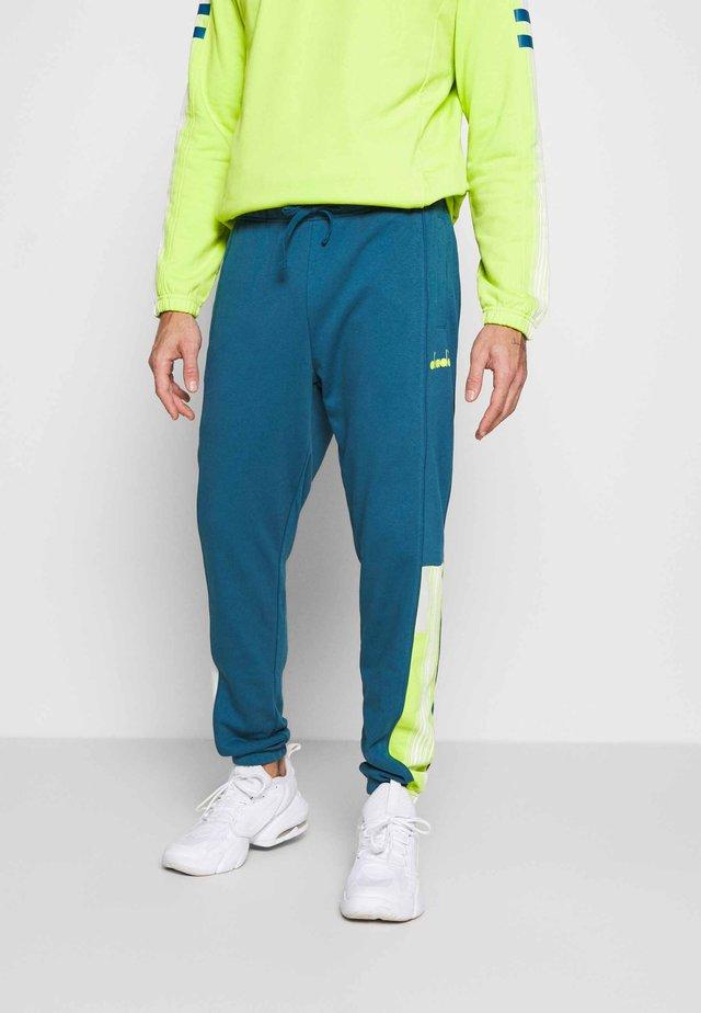 CUFF PANTS  - Pantaloni sportivi - blu marocchino
