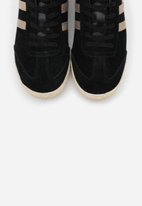 Gola - HARRIER MIRROR - Sneakersy niskie - black/gold - 5