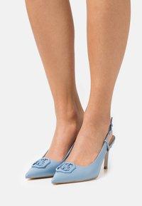 Guess - ALENY - Klassieke pumps - blue - 0