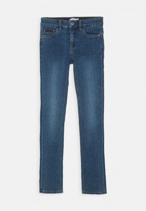 NKMTHEO DNMTACARL PANT - Skinny džíny - medium blue denim