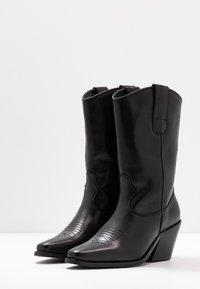 Vero Moda - VMASA BOOT - Cowboy/Biker boots - black - 4