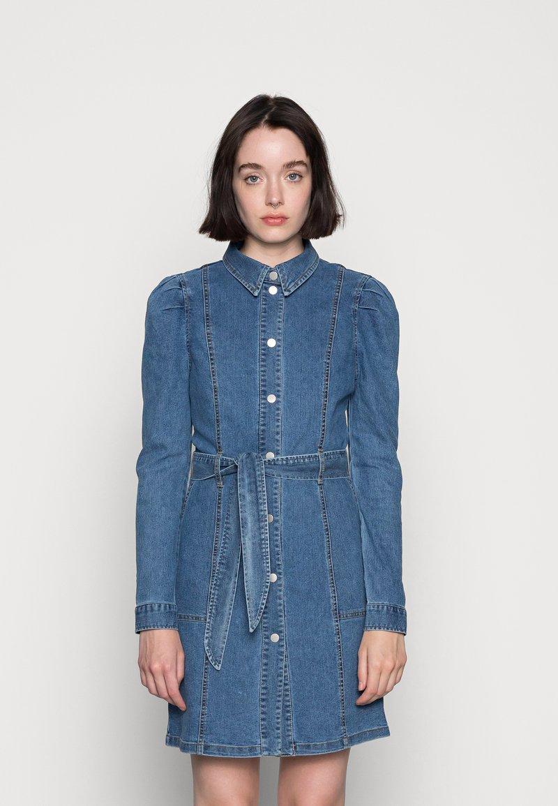 Vero Moda - VMMAGGIE SHORT DRESS - Denim dress - medium blue denim