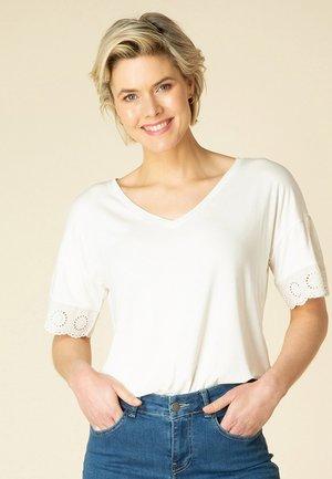 TAISA - Basic T-shirt - off white