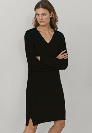 MIT V-AUSSCHNITT  - Sukienka dzianinowa - black