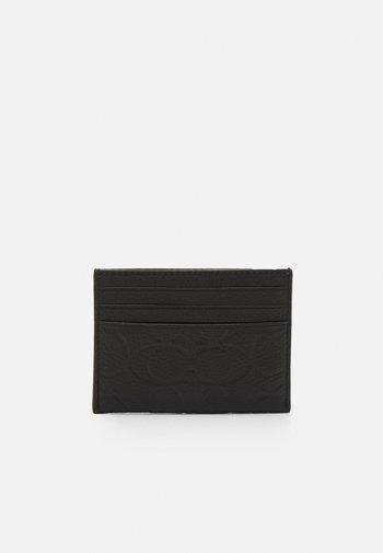 FLAT CARD CASE IN SIGNATURE UNISEX - Peněženka - black