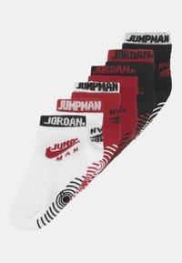 Jordan - DOUBLE WELT GRIPPER ANKLE 6 PACK UNISEX - Chaussettes de sport - gym red - 0